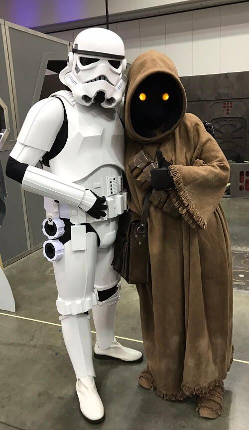 Stormtrooper and Jawa cosplay